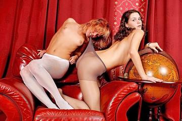 Amateur girls lesbian show